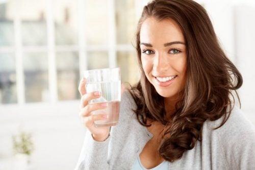 Le lien entre perte de poids et consommation d'eau | Santé Magazine