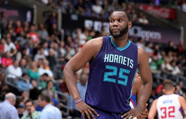Al Jefferson s'affыte pour les Hornets