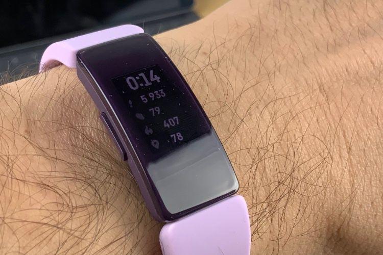 Comment puis-je suivre ma fréquence cardiaque avec mon appareil Fitbit ?